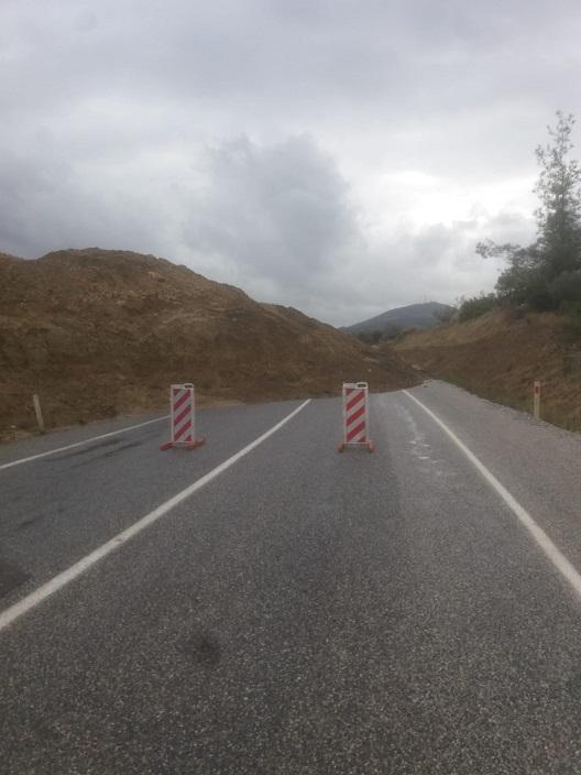 Mersin Tarsus - Çamlıyayla Arası Aşırı Yağıştan Kayan Toprak Yolu Kapadı, Dev Çukur Oluştu