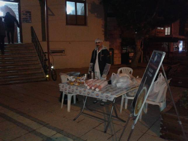 Mezitli Belediyesinden Sabah Namazı Sonrası Çorba Dağıtımı
