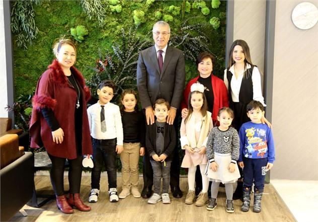 Yeni Seçilen Minik Başkandan, Mezitli Belediye Başkanı Neşet Tarhan'a Ziyaret