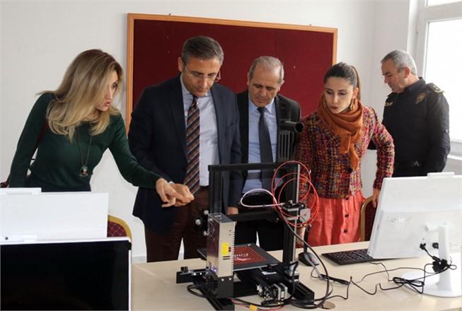 Akdeniz Belediye Başkanı Pamuk, Robotik Kodlama Sınıfının Açılışını Gerçekleştirdi