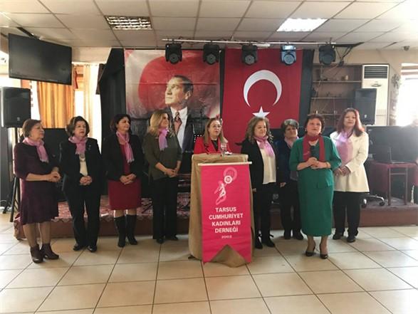 Tarsus Cumhuriyet Kadınları Derneği'de Dalgıç'a Plaket