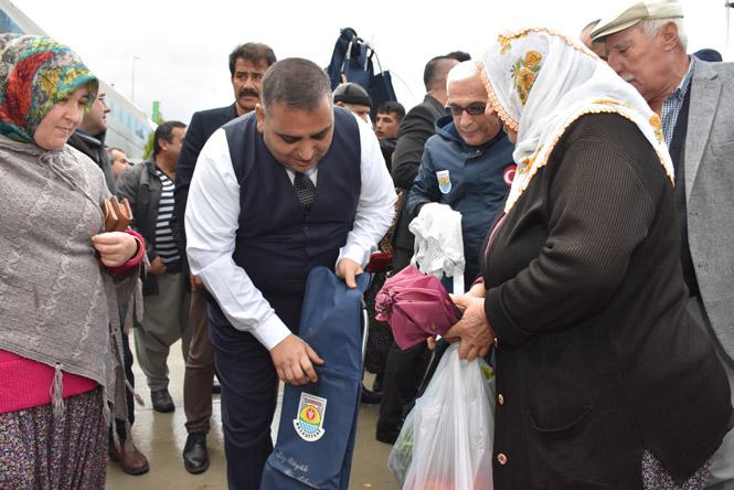 Mersin Tarsus'ta Pazarda ve Markette File, Pazar Arabası ve Şemsiye Dağıtıldı