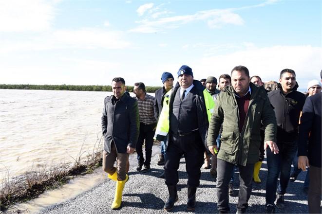 Tarsus Belediye Başkanı Şevket Can, Yağış ve Fırtınadan Etkilenen Ova Mahallelerinde İncelemede Bulundu
