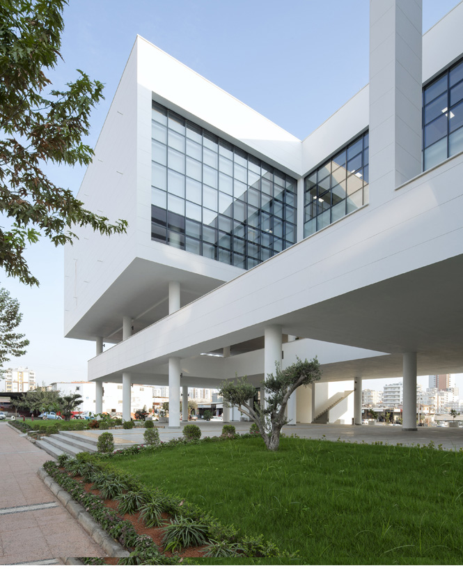Mezitli Belediye Binasında Ekolojik Bahçe, Ekolojik ve Çevre Dostu Olarak Tasarlanan Binada, Her Katta Teras Bahçeleri Bulunuyor