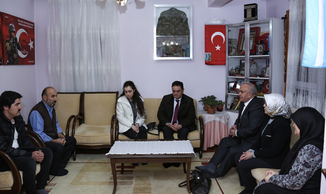 Erdemli Belediye Başkanı Mükerrem Tollu, Şehit Astsubay Musa Özalkan'ın Ailesini Ziyaret Etti