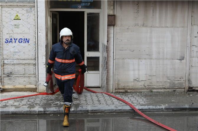 Mersin'de Korku Dolu Dakikalar; İtfaiye Erleri Mahsur Kalanları Kurtardı