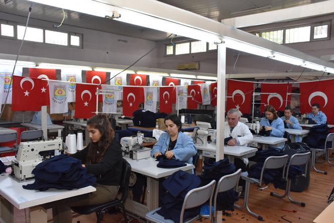 Tarsus Meslek Edindirme Merkezi Fabrika Gibi Çalışıyor; Pazar Filesi Dikimi de Bu Merkezde Yapıldı