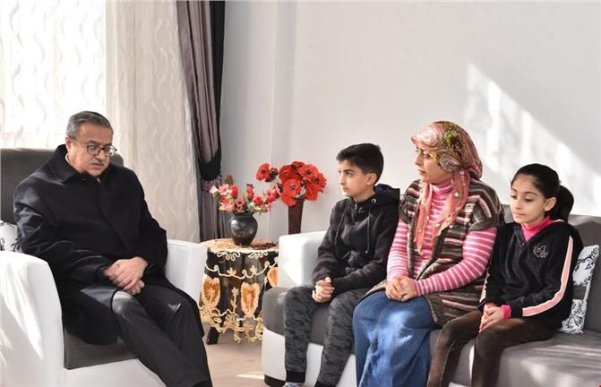 Mersin Valisi Ali İhsan Su, Dereye Düşüp Kaybolan Okul Müdür Yardımcısı Nihat Kaylı'nın Ailesini Ziyaret Etti