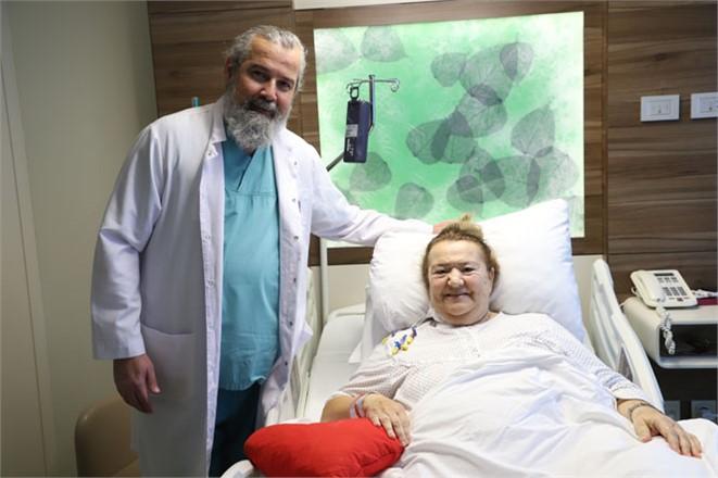 130 Kilo Hastanın Göğüs Kemiği Kesilmeden Kalp Ameliyatı Yapıldı