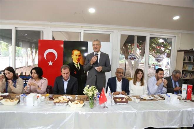 Mezitli Belediye Başkanı Neşet Tarhan Muhtarlarla Kahvaltıda Buluştu