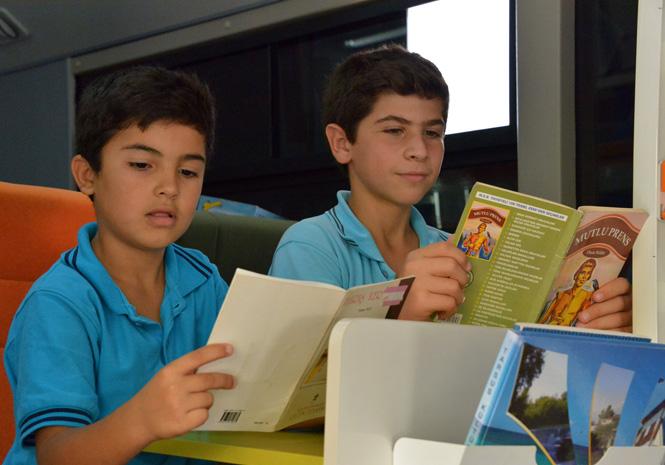 Mersin'de Gezici Kütüphane, Kilometrelerce Yol Kat Ederek, Çocukların Hayal Dünyasına Ulaşıyor