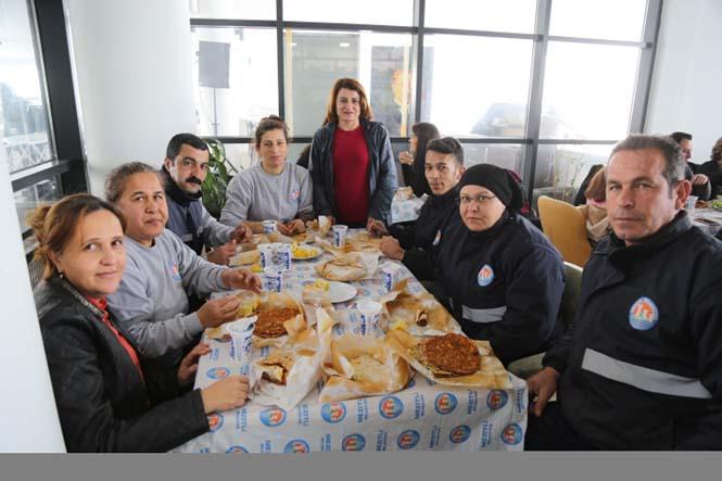 Mezitli Belediye Başkanı ve CHP Mezitli Belediye Başkan Adayı Neşet Tarhan Personeli İle Öğle Yemeğinde Buluştu!