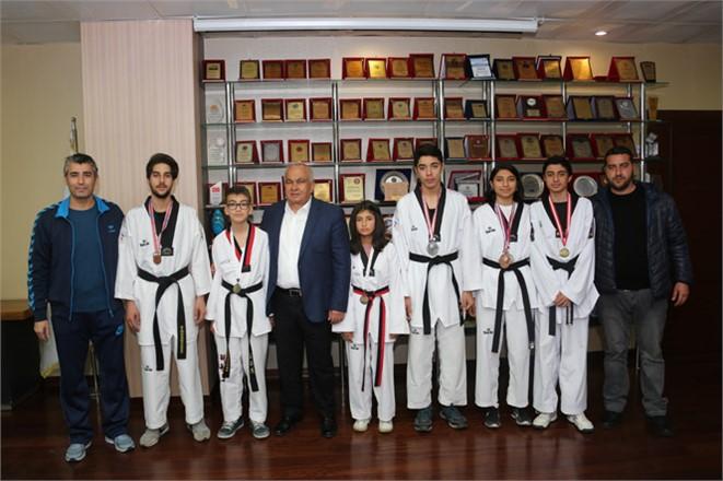 Milli Takım'a Giren Sporcular Başkan Tollu'yu Ziyaret Etti