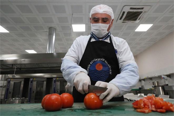 Mersin Büyükşehir'in Sosyal Hizmetleri Vatandaşa Umut Oluyor