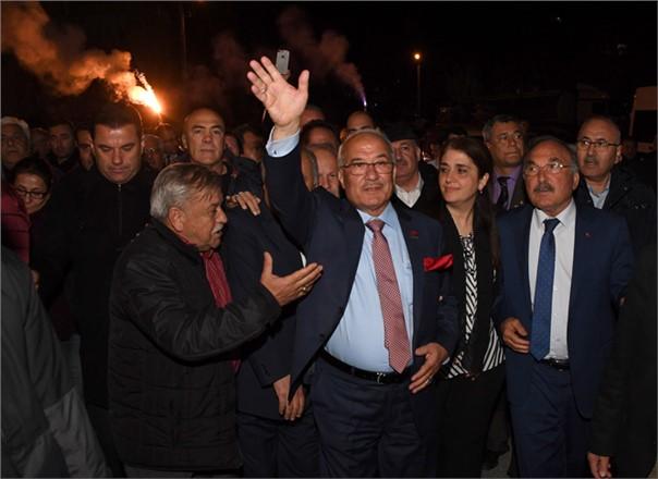 Başkan Burhanettin Kocamaz'ın Ülküköy Ziyareti Miting Havasında Geçti