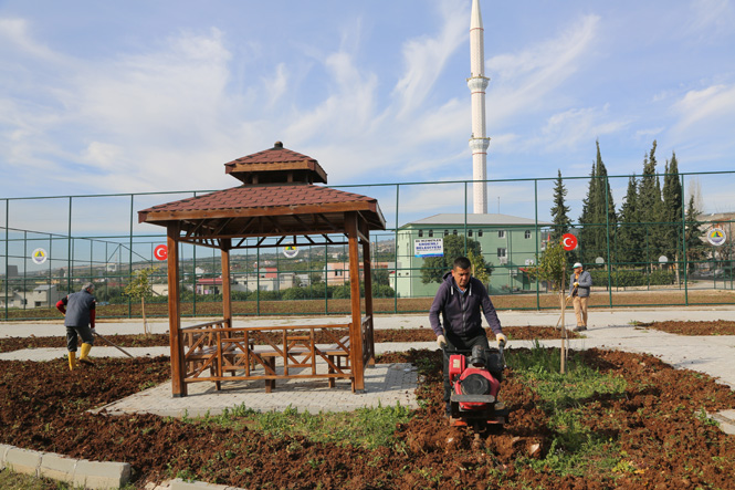 Mersin Erdemli Belediyesinden, Karakeşli Mahallesine Futbol Sahası