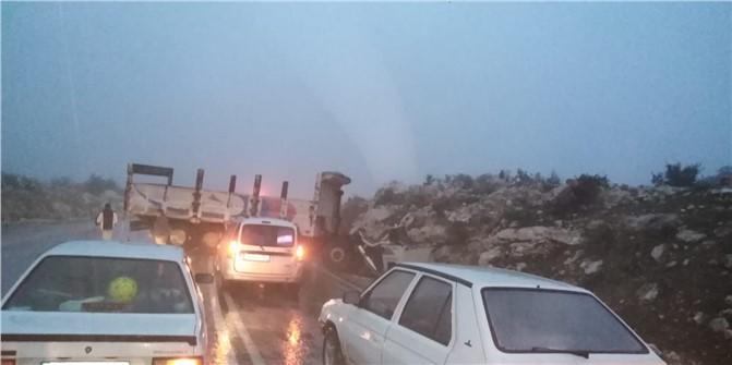 Mersin Çamlıyayla - Tarsus Arası Yolda Trafik Kazası, Yağmur Nedeniyle Kamyon Kaza Yaptı