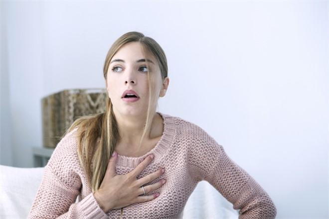 Aklımıza İlk Olarak 'Kalp Krizi' Geliyor, Ancak… Göğüs Ağrısının 5 Önemli Nedeni!