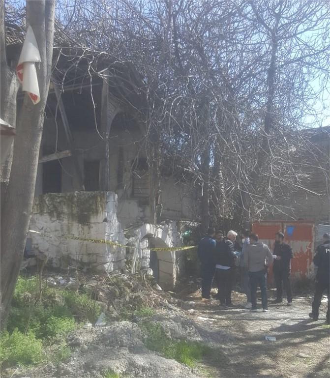 Mersin'in Tarsus İlçesi Kent Merkezinde Erkek Cesedi Bulundu