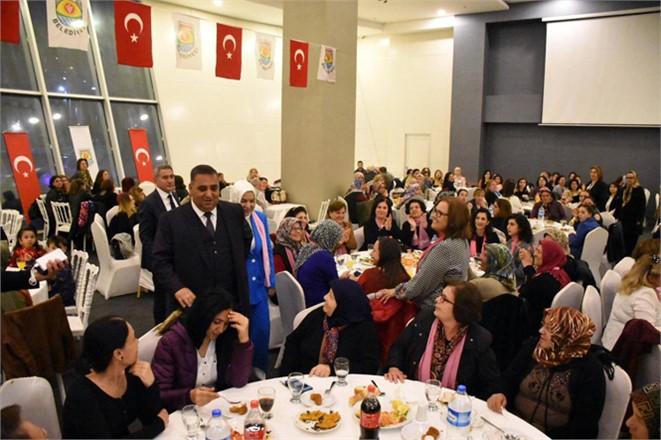 Tarsus Belediye Başkanı Şevket Can, 8 Mart Dünya Kadınlar Günü Nedeniyle Kadınlarla Bir Araya Geldi