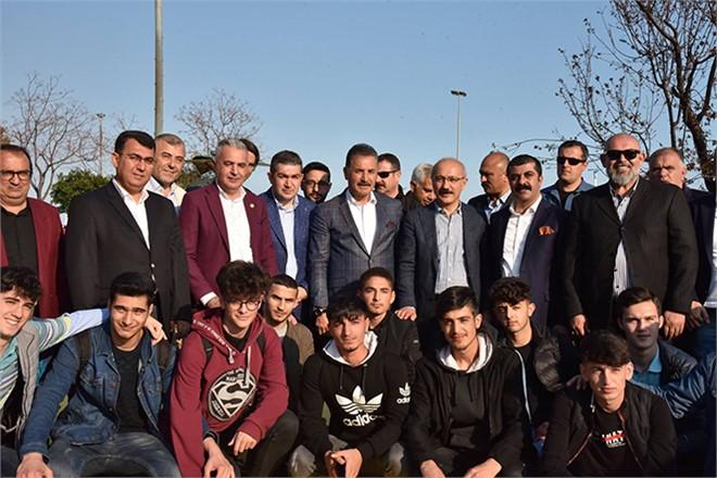 Başkan Tuna, Yenişehir'de Vatandaşlarla Kucaklaştı