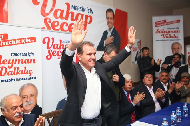 CHP Mersin Adayı Vahap Seçer, 'Üç Beş Oy İçin Bu Kötülüğü Yapanlara Kulaklarınızı Tıkayın'