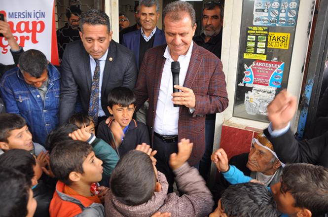"""Çay Mahallesinde Seçmenlerle Bir Araya Gelen Vahap Seçer'e, Çocuklardan """"Bize Üstgeçit Yap Vahap Amca"""""""