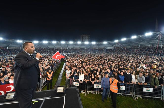 20 Bini Aşkın Tarsuslular Baharı Atatürk Gösteri Merkezi'nde Karşıladı