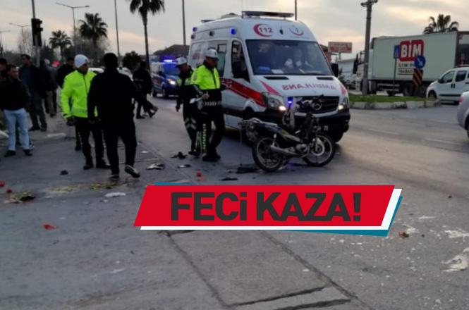 Mersin Erdemli Çeşmeli'de Motosikletle Ticari Araç Çarpıştı; Trafik Kazasında 2 Kişi Yaralandı