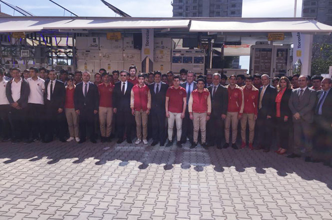 Toroslar EDAŞ Mobil Eğitim Merkezi İle Mersin Yenişehir Yahya Günsür Mesleki ve Teknik Anadolu Lisesi'nde 250 Öğrenciye Eğitim Verdi