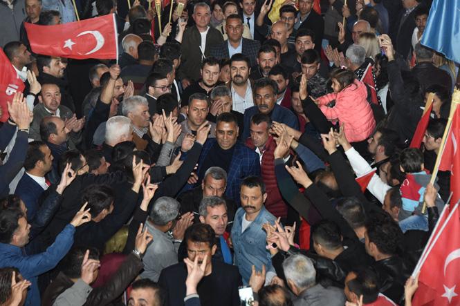 Tarsus'ta 27 Mart Çarşamba Akşamı Gerçekleşen Zafer Yürüyüşünde Onbinler Sel Oldu Aktı
