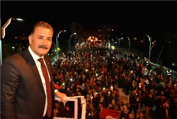 Başkan Tuna, Tarsus'ta 40 Bin Kişi İle Yürüdü