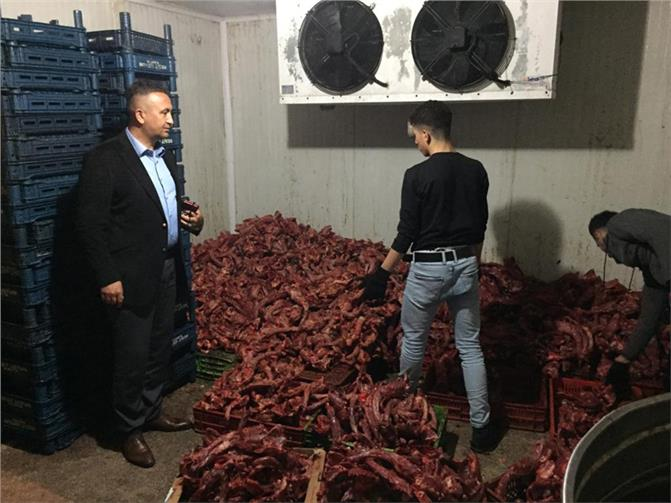Mersin Toroslar'da Zabıtadan Operasyon, Toroslar Zabıtası, 1 Ton Kaçak Kesilmiş Tavuk Ele Geçirdi