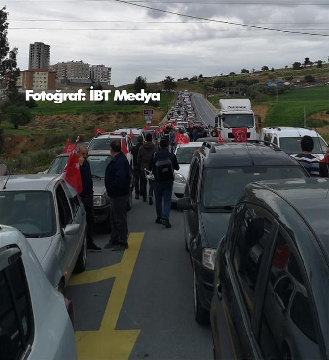 Mersin Tarsus'ta 2 Siyasi Partinin Konvoyu Aynı Saatte Aynı Yerden Başlayınca Trafik Kilitlendi