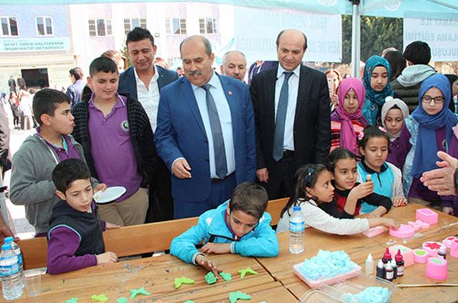 Mersin'in Tarsus İlçesinde Öğrenciler, Bilim Fuarı Düzenledi