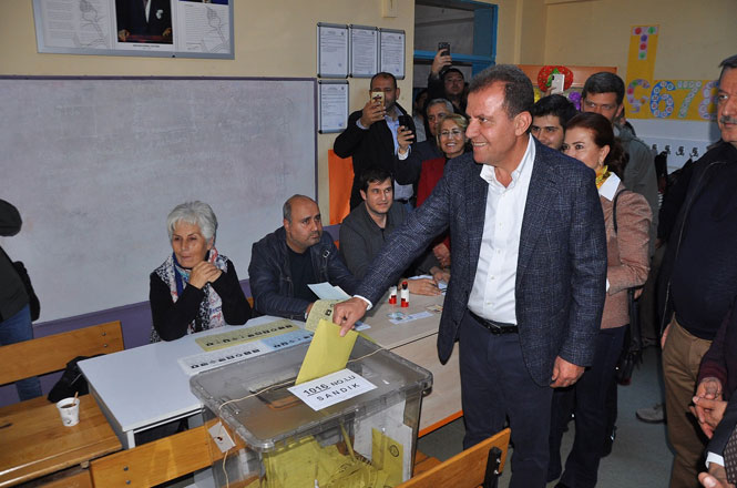 Seçer Ailesi Akkent'te Oy Kullandı