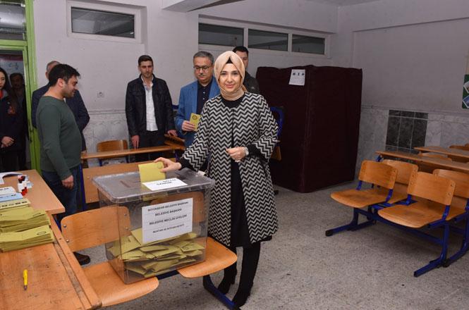 Vali Ali İhsan Su ve Eşi Zeliha Su Oy Kullandı