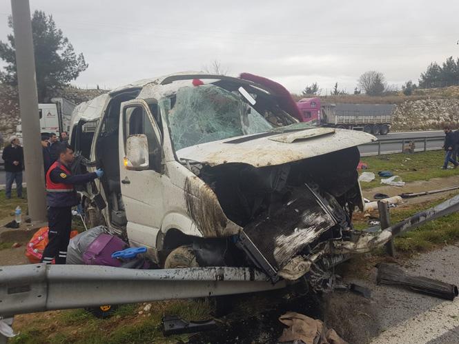 Mersin Tarsus Damlama Mevkiinde Feci Kaza; 2 Minibüs Çarpıştı Çok Sayıda Yaralı Var