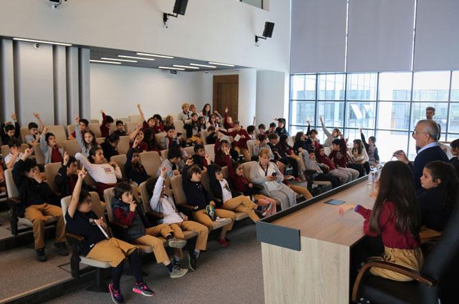 Mezitli Belediye Başkanı Neşet Tarhan'dan Öğrencilere Ev Ödevi