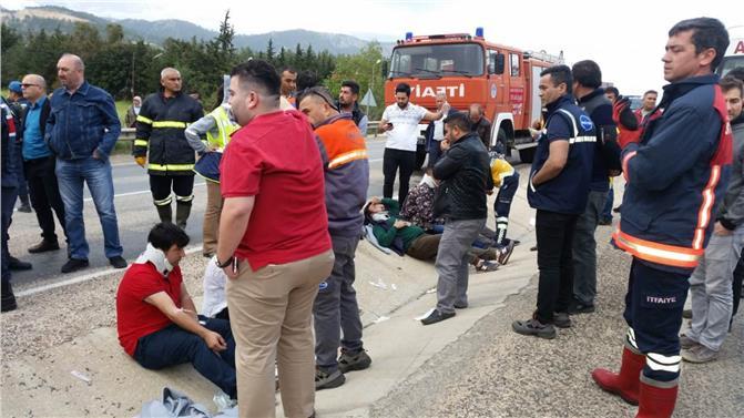 Mersin Silifke Işıklı Mevkinde İşçi Minibüsü Devrildi, Kazada İlk Bilgilere Göre 11 Kişi Yaralandı