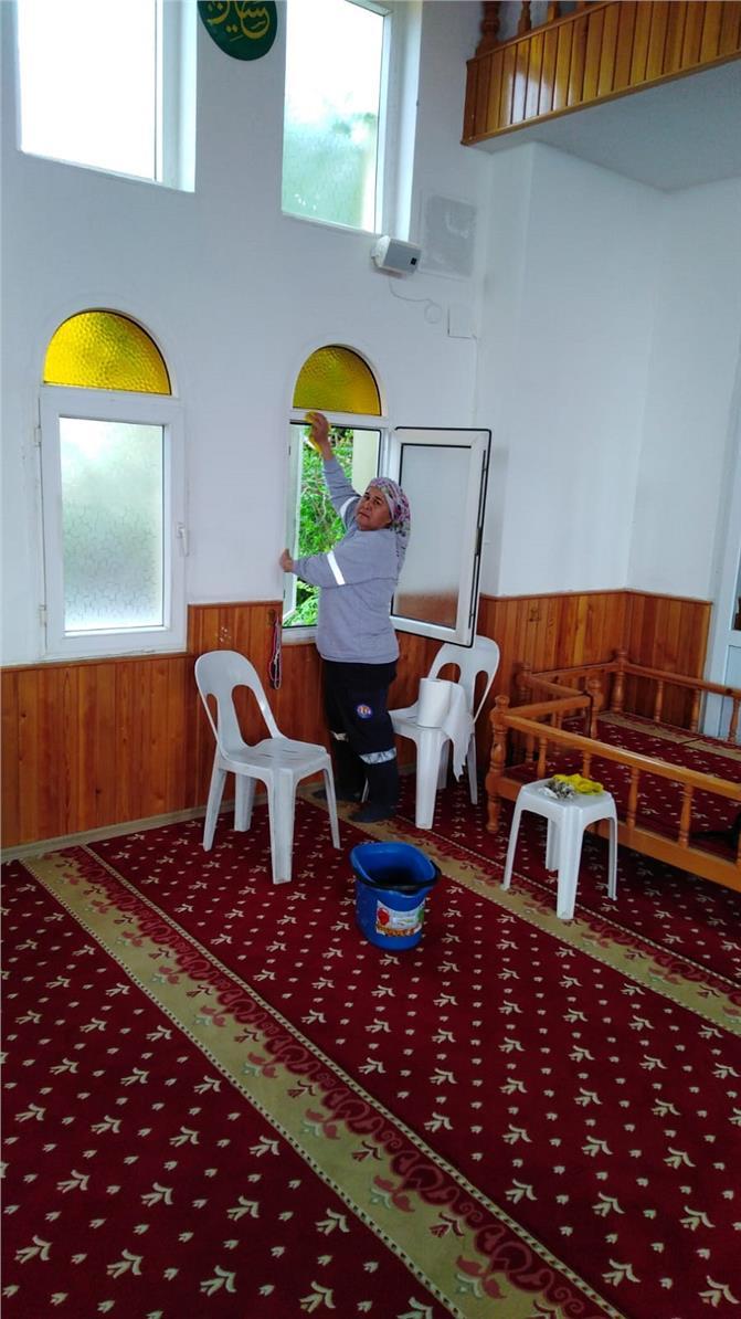 Mersin Mezitli'deki İbadethanelerde Ramazan Temizliği