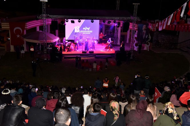 Azeri Sanatçı Çınare Melikzade'den Toroslar'da Muhteşem Konser
