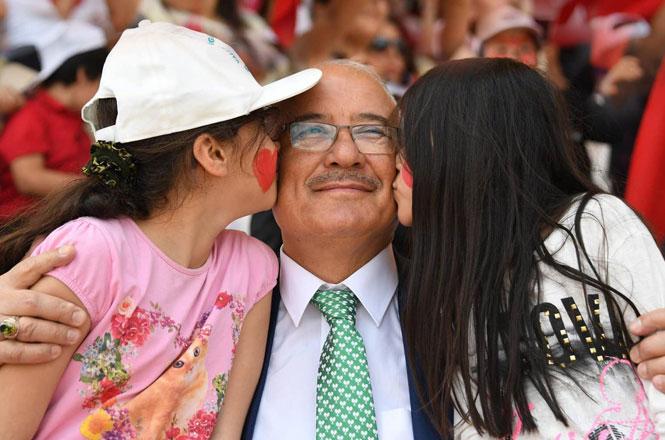 Mersin Büyükşehir Belediyesi Eski Başkanı Burhanettin Kocamaz'dan 23 Nisan Kutlama Mesajı