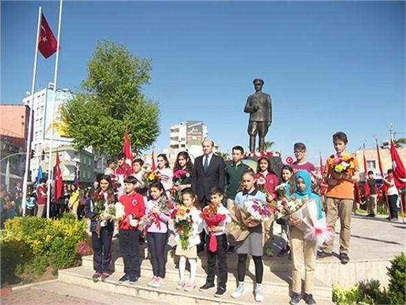 23 Nisan Ulusal Egemenlik ve Çocuk Bayramı Törenlerle Kutlandı