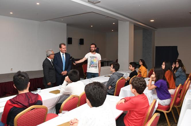 Başkan Seçer'den LGS'ye Hazırlanan Gençlere Sürpriz, Başkan Seçer Öneri Olarak Öğrencilere ''Stres Yapmayın'' Dedi