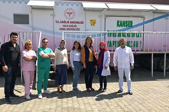 """Suriyeli Kadınlara, """"Pembe Tır'da Kanser Taramaları Yapılıyor"""
