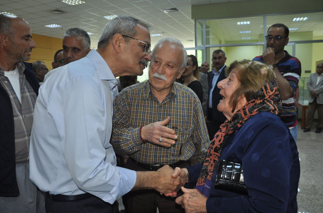 Tarsus Belediye Başkanı Bozdoğan, Halk Gününde Vatandaşlarla Kucaklaştı