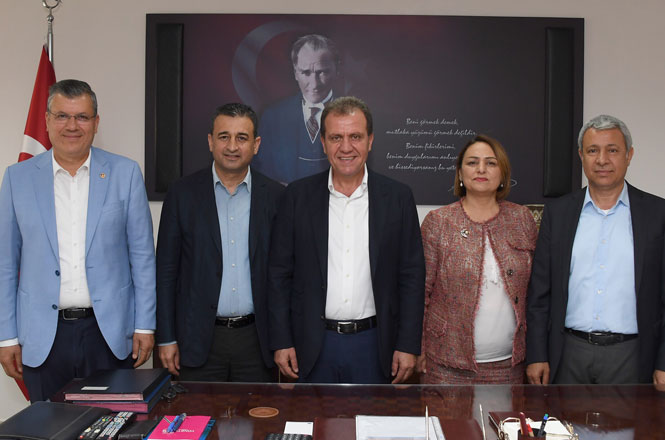 CHP Adana Milletvekillerinden Mersin Büyükşehir Belediye Başkanı Vahap Seçer'e Ziyaret