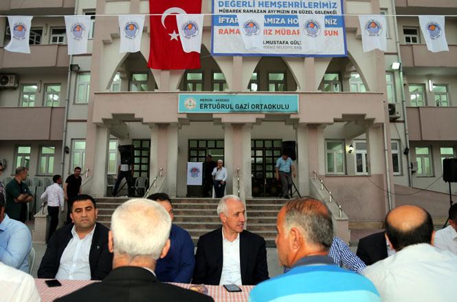 Akdeniz Belediye Başkanı Mustafa Gültak, İlk İftarını Vatandaşlarla Birlikte Açtı