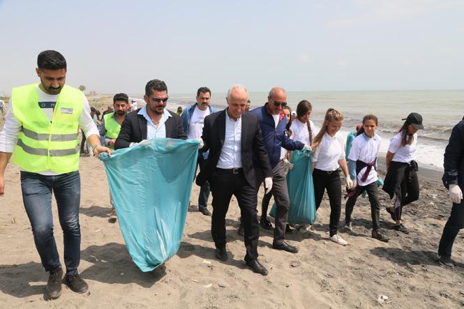 Akdeniz Belediye Başkanı Gültak, 5 Ülkeden Gelen Öğrencilerle Çöp Topladı